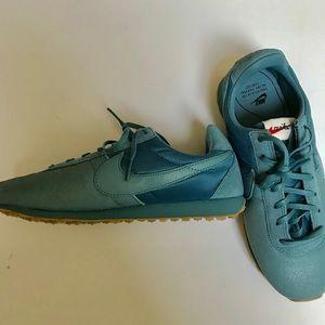 Nike old school sneakers